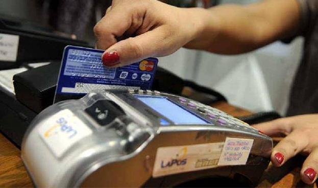 Argentina: ventas con tarjetas de crédito y débito bajaron 30% en febrero