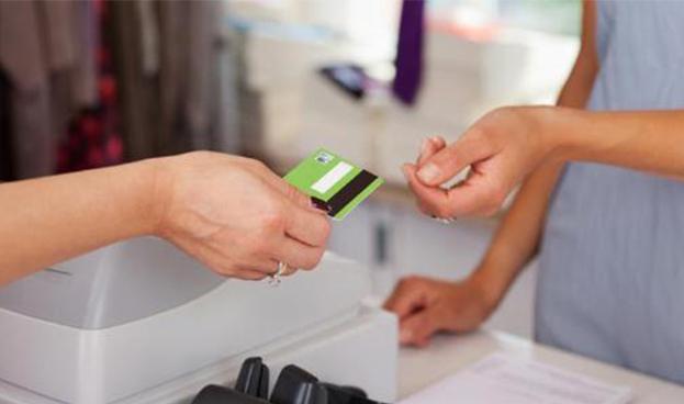 Casi un 30% de los chilenos mayores de 15 años tiene tarjetas de crédito