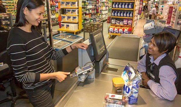 Mastercard presentó una tarjeta de crédito con lector de huellas digitales