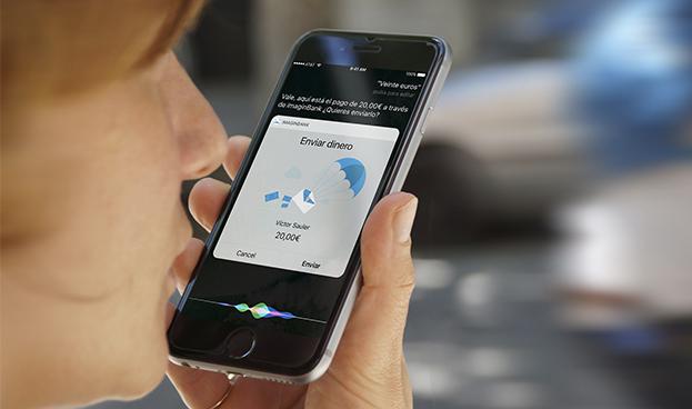 CaixaBank lanza en España un servicio para enviar dinero con móviles iPhone hablando a Siri
