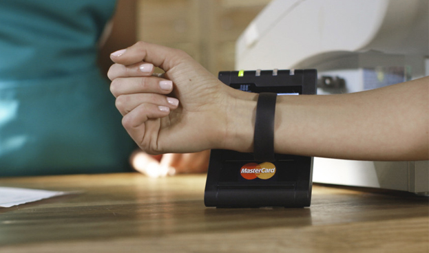 Una transacción digital es dos veces más rápida que un parpadeo