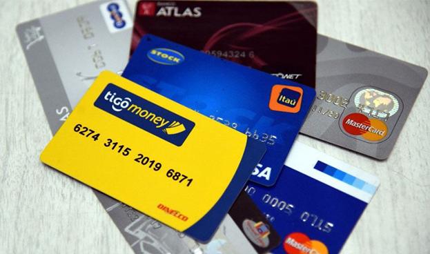 Bancos paraguayos buscan reinventar el negocio de tarjetas de crédito