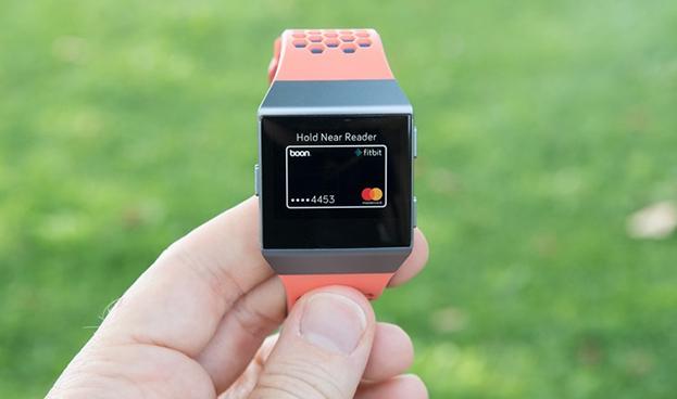 Mastercard se asocia con Fitbit para pagos sin contacto