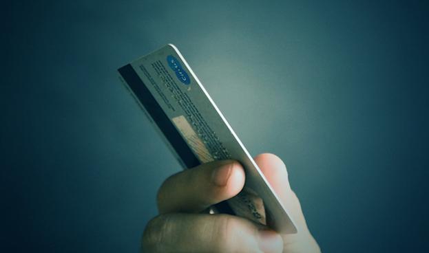 Colombia: negocio de tarjetas de crédito apunta a las personas de menores ingresos