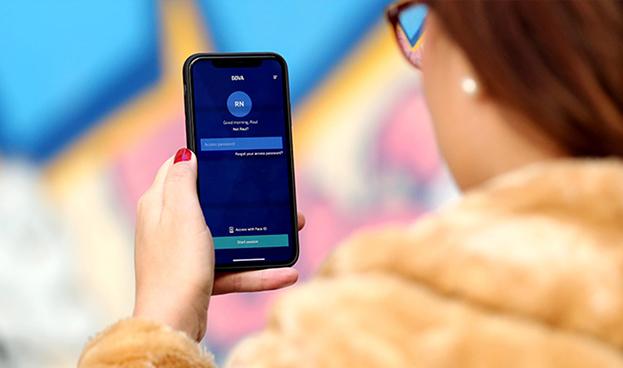 BBVA permite en España enviar dinero a través del móvil sólo con la voz
