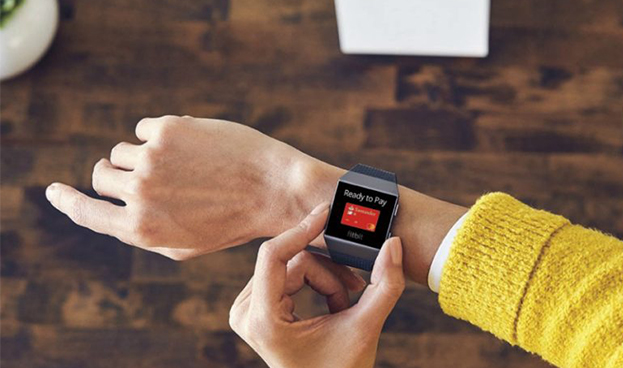 España: Banco Santander permite a sus clientes Mastercard los a través del smartwatch Fitbit Ionic