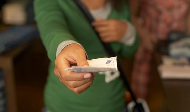 Los europeos aún aman pagar en efectivo