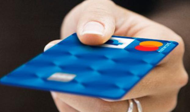 Latinoamérica, atrapada aún en el pago efectivo, se abre a la era digital