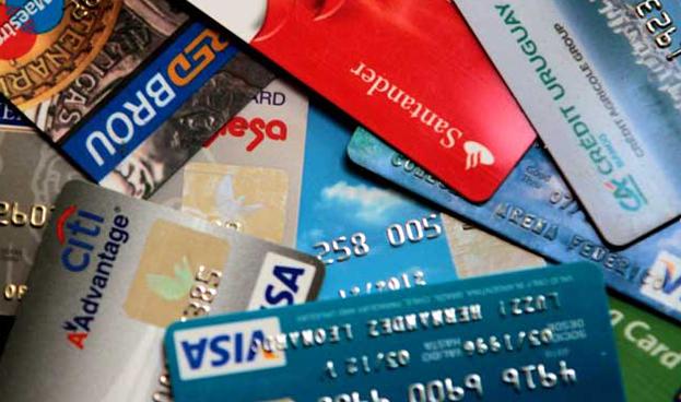 Bajan aranceles en tarjetas de crédito y débito