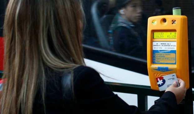 Evalúan incorporar pago con celular además de tarjetas de crédito y débito en el Transantiago