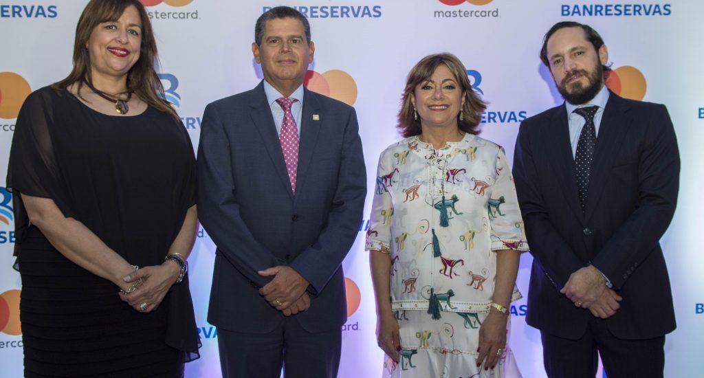 Banreservas y Mastercard lanzan Tarjeta Débito