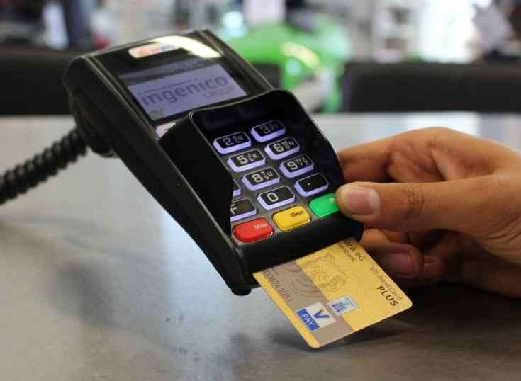 España: el pago con tarjeta supera al efectivo en el uso diario, según Universal Pay