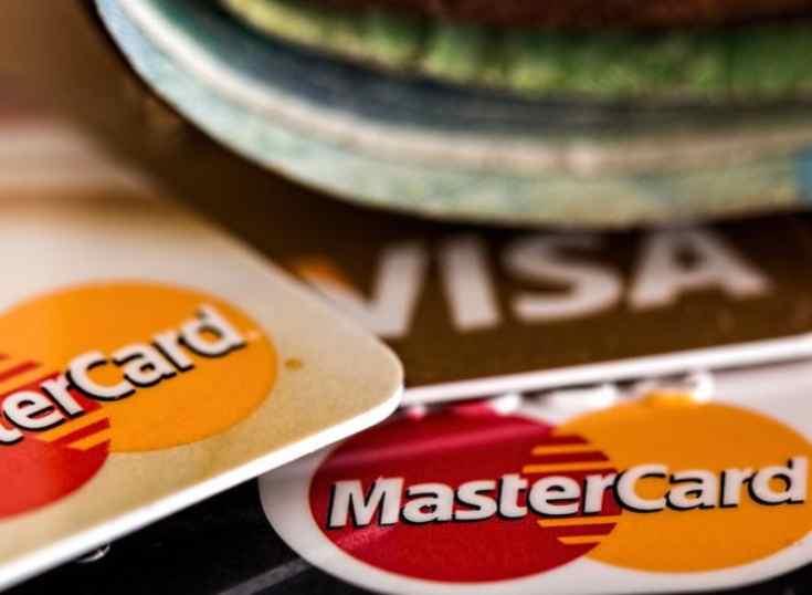 Europa: Visa y Mastercard podrían reducir tarifas para evitar una multa