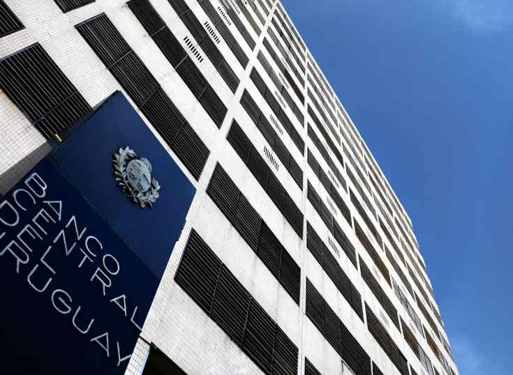 Uruguay: solicitan al Banco Central dejar sin efecto regulación fintech