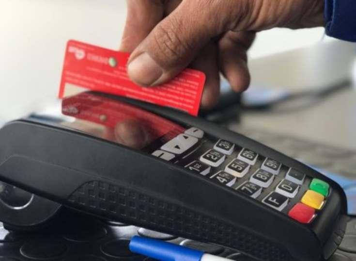 Uruguay: Transacciones con tarjetas de débito superaron a las de crédito
