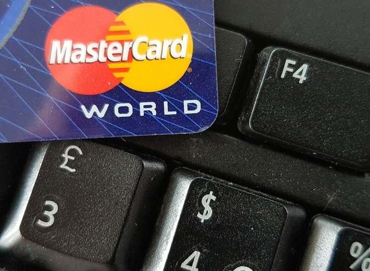 Millonaria demanda en Reino Unido contra Mastercard