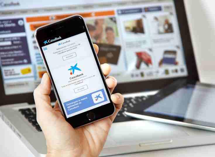 España: según estudio, CaixaBank adelanta a BBVA en banca móvil