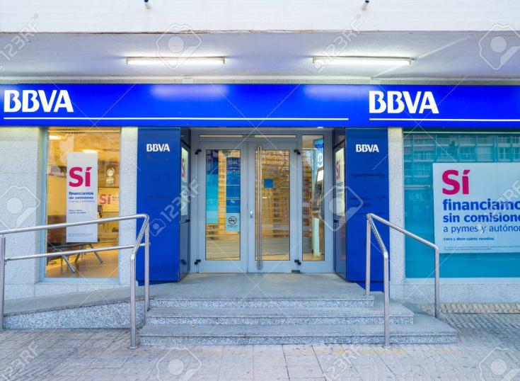España: BBVA elimina el servicio de efectivo en las ventanillas de sus oficinas