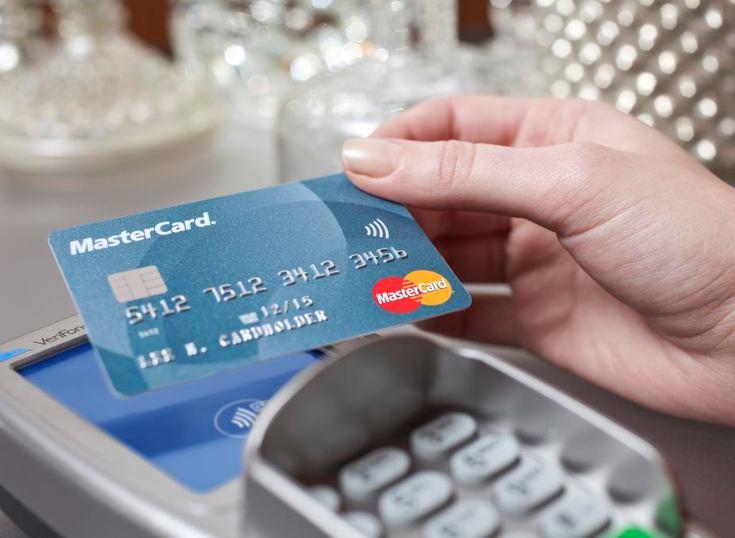 España: pagos con tarjeta alcanza el 60% de los comercios