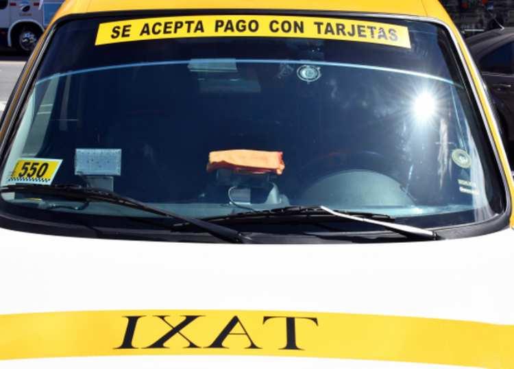 Uruguay: el 70% de taxis aceptan pagos con tarjetas