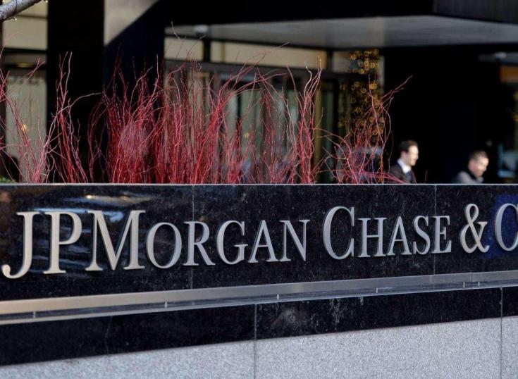 Paradoja: JPMorgan ayudaría a transformarse en bancos a Uber, Airbnb y Amazon