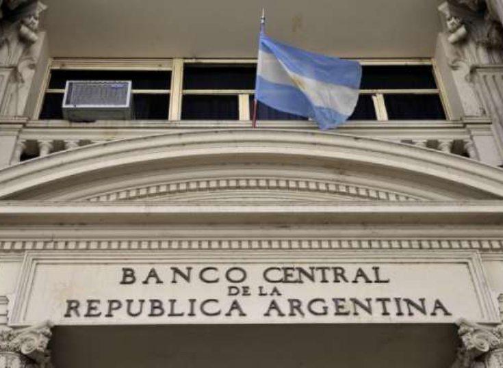 Argentina: Banco Central bajó la tasa de financiamiento de tarjetas de crédito a 55% anual
