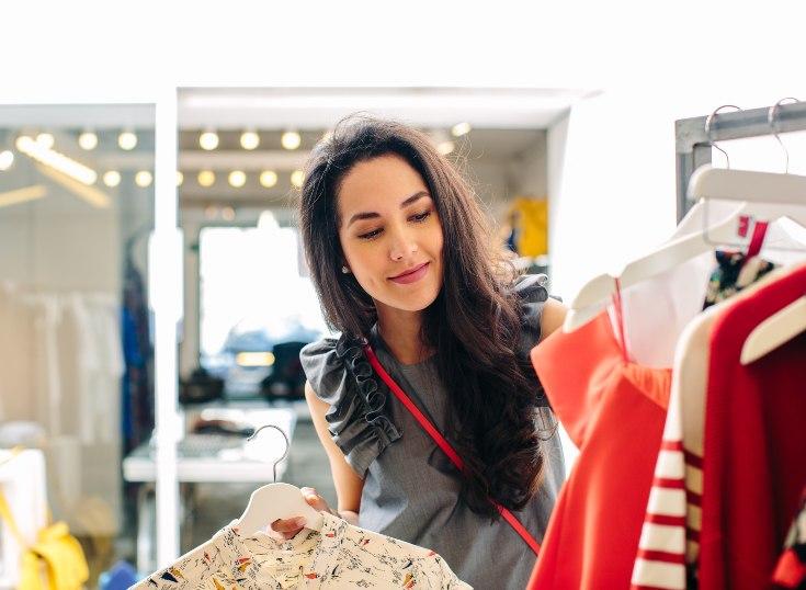 Ocho de cada diez latinoamericanos son más propensos a comprar en su comunidad local que hace un año