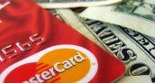 Estadounidenses redujeron el uso de sus tarjetas de crédito