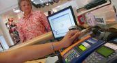 Ante la crisis, venezolanos aumentan el consumo en tarjetas de crédito