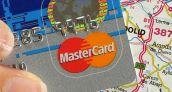 Los españoles ya usan más la tarjeta para pagar que para retirar efectivo