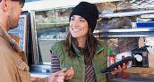 En España las compras con tarjeta crecen el triple que las retiradas en el cajero
